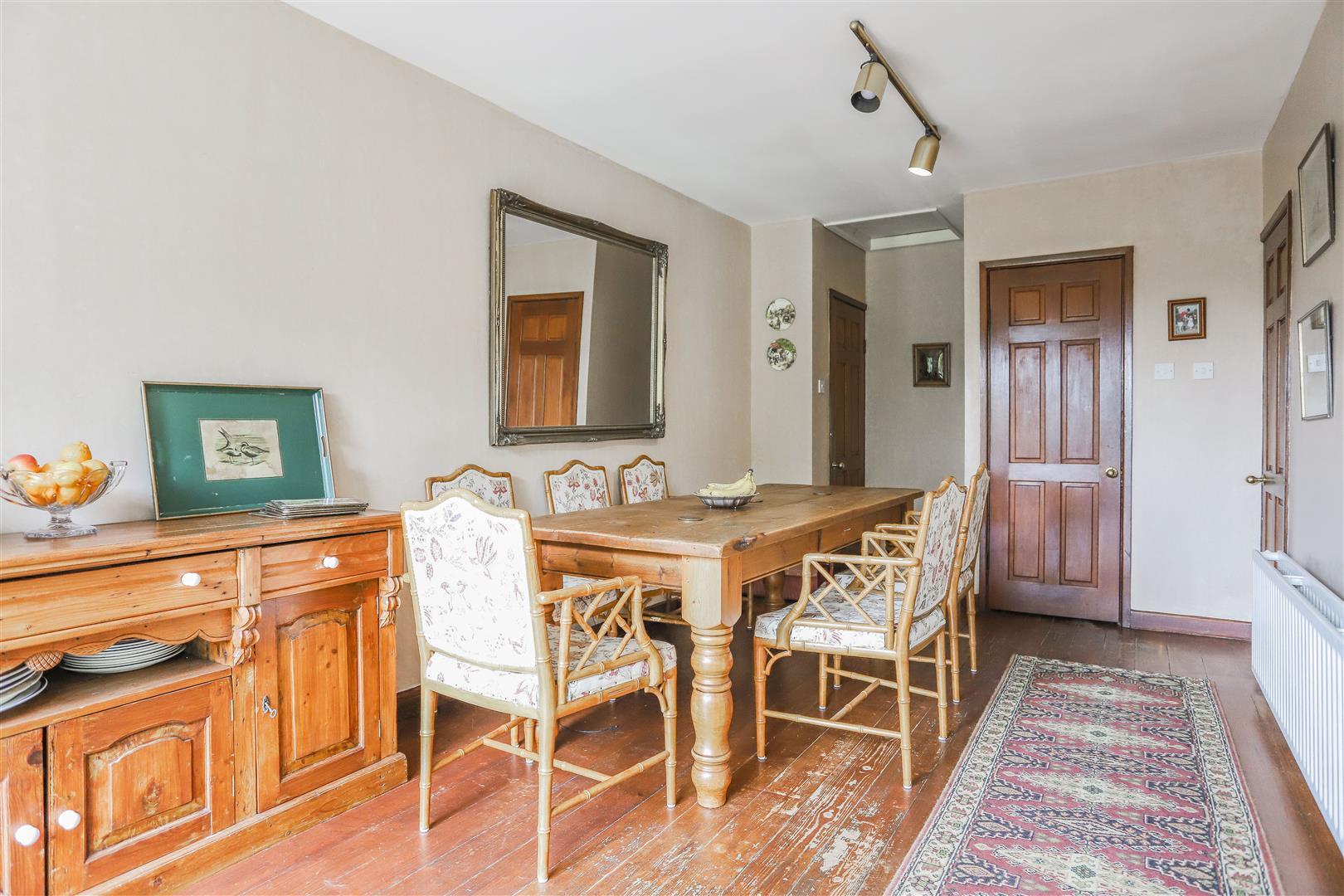 5 Bedroom Detached House For Sale - 29.JPG